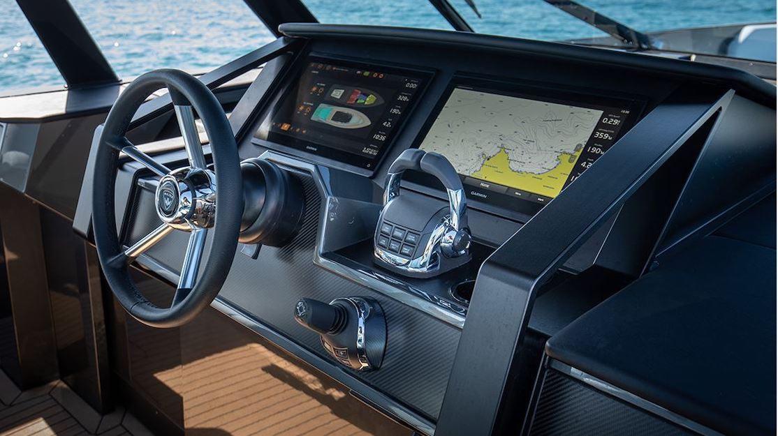 La embarcación es diseñada por Sinot Exclusive Yacht Design.
