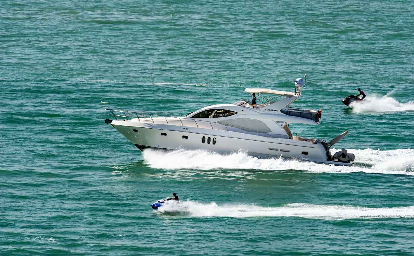 La experiencia más completa en yate con Lovit Charter Puerto Banús.
