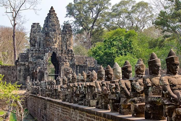 Angkor Thom - El templo del Baphuon, Camboya