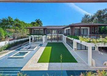 Mansión moderna de estilo tropical en Miami, Florida, está a la venta por 14 millones de dólares