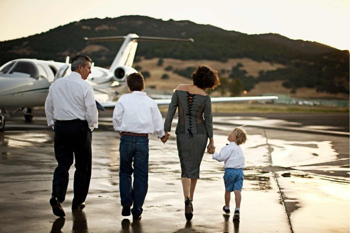 La pandemia del COVID-19 ha hecho que los jets privados sean más accesibles — y los hoteles de lujo los están utilizando con mejores ofertas de viajes con estilo