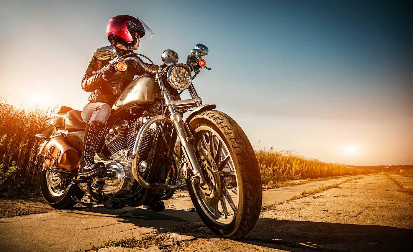 """¿Cómo saber cuándo cambiar los neumáticos de la moto"""""""
