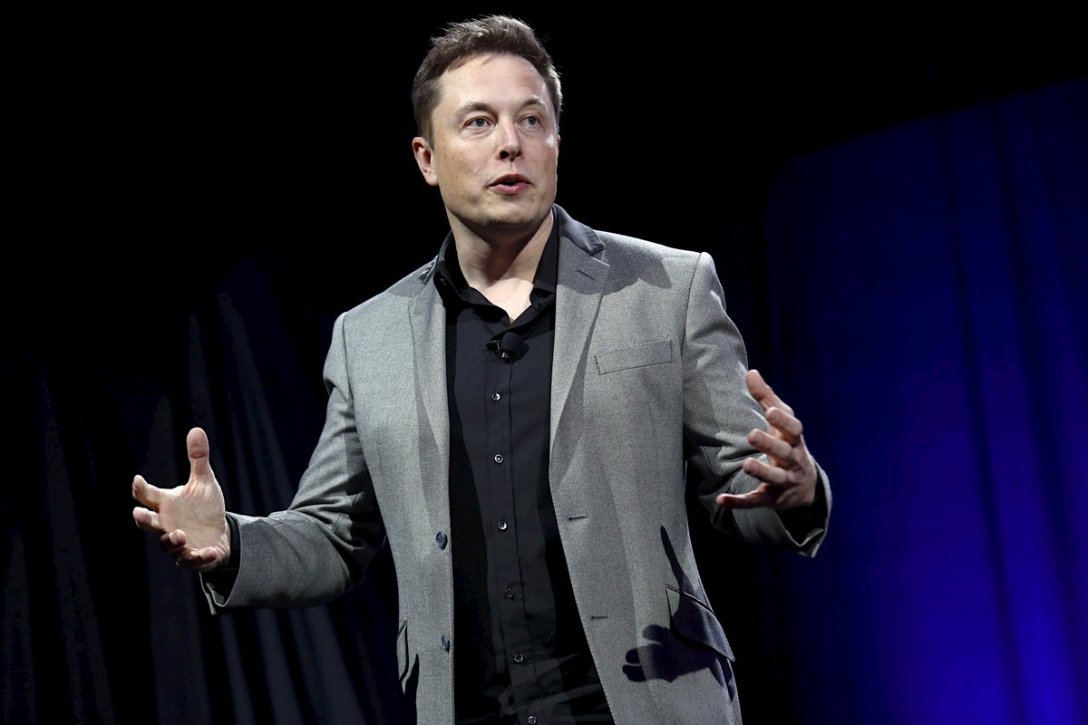 Elon Musk listo para lanzar tripulaciones de turistas civiles al espacio