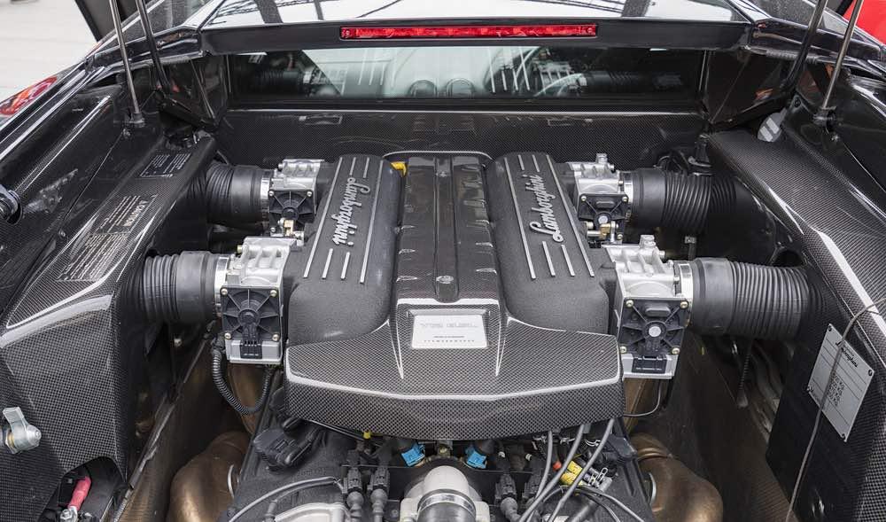 El poderoso motor V12 de 6192 cc capaz de proporcionarle al vehículo la impresionante cifra de 580 caballos de fuerza.