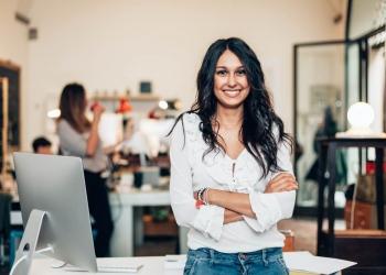 Mujer dueña de Startup en su negocio.