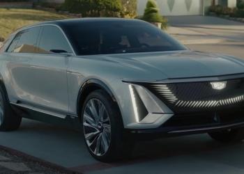 """Cadillac rinde homenaje a """"El Joven Manos de Tijera"""" en un nuevo anuncio con el totalmente eléctrico LYRIQ"""