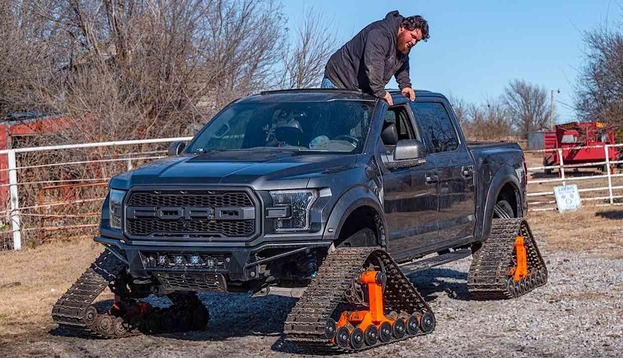 YouTuber instala esteras a su pickup Ford F-150 Raptor para transformarlo en un monstruoso vehículo Off-Road