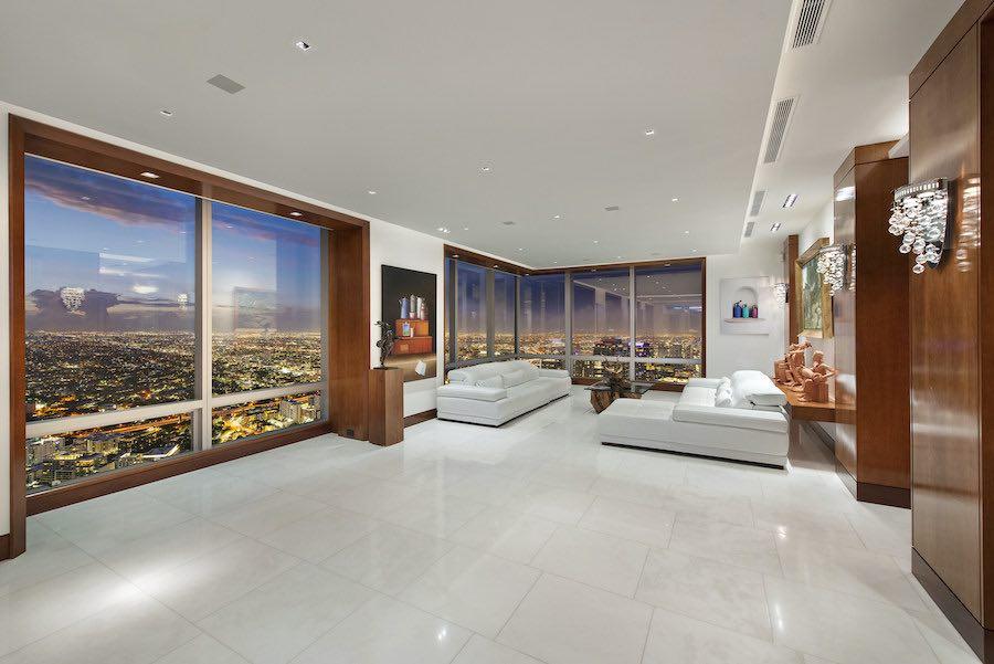 El lujoso penthouse 70BCD del Four Seasons Private Residences en el vecindario de Brickell en Miami.