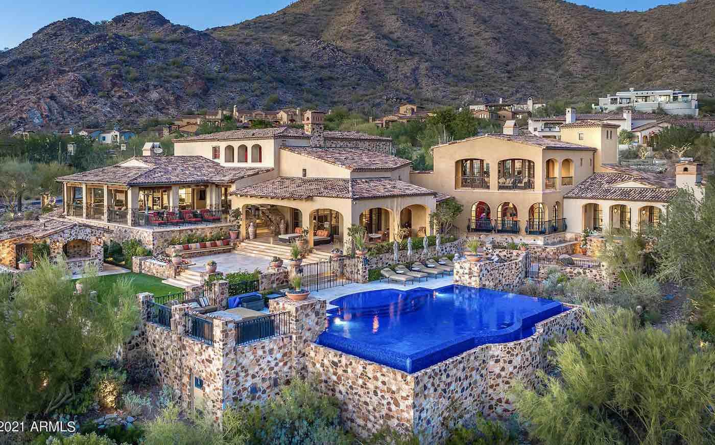 Ahora a la venta por 11,7 millones de dólares, esta hermosa casa de estilo mediterráneo y de 13.000 pies cuadrados en Scottsdale, Arizona