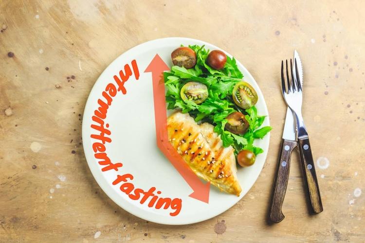 Ayuno intermitente, comida saludable.