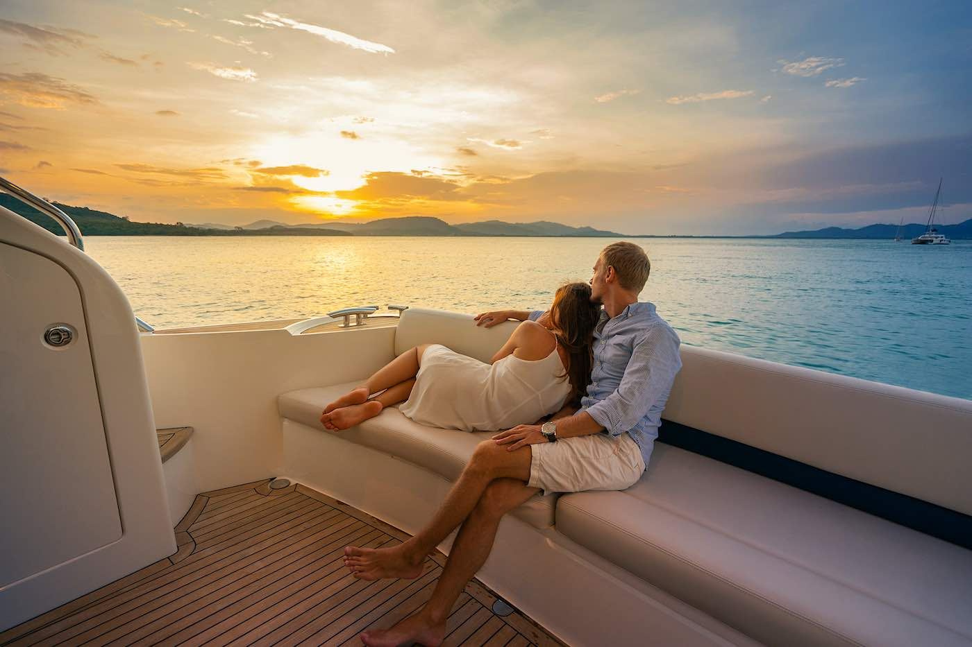 Así que tomad nota, es posible vivir una experiencia diferente en pareja, en Lovit Charter Puerto Banús, estarán encantados de disfrutar.