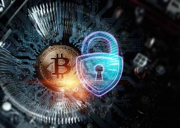 Bitcoin y blockchain, holograma de candado. Criptomoneda, dinero electrónico, protección de datos.