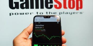 Índice de acciones de GameStop en un teléfono inteligente.
