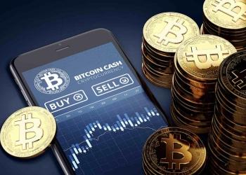 Smartphone con gráfico de operaciones de Bitcoin Cash.