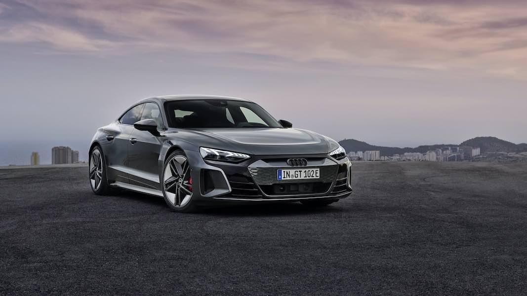 El fabricante alemán de automóviles reveló el rival más cercano al Porsche Taycan