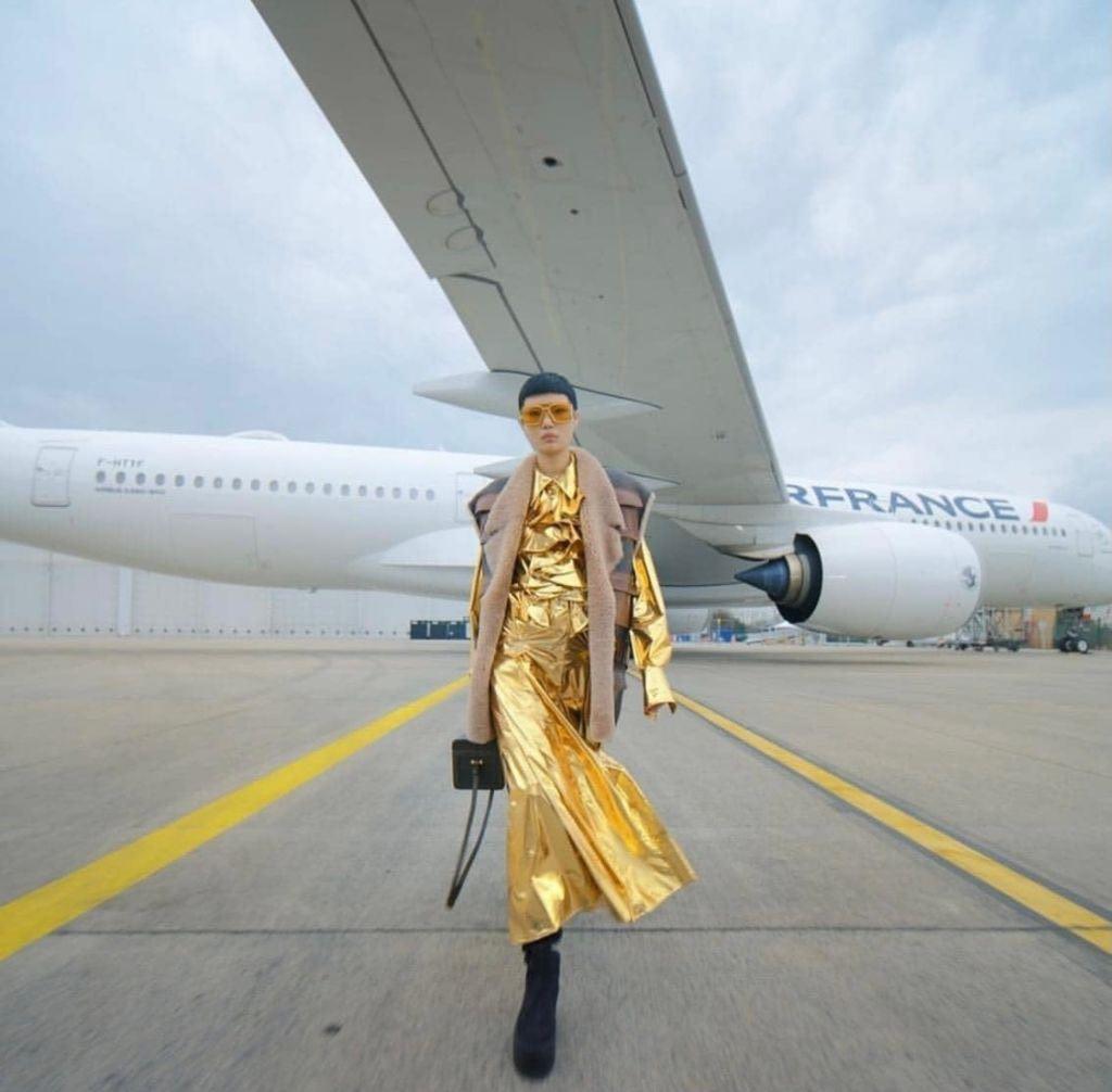 Como embajadora de Francia, Air France impulsa las grandes casas de moda francesas desde su creación.