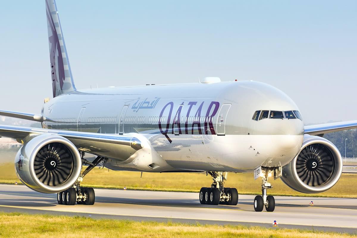 Boeing 777 de Qatar Airways en el aeropuerto de Frankfurt, Alemania.