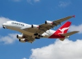 Airbus A380 de Qantas Airlines despegando.