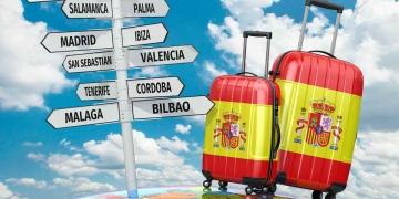 Maletas y ciudades que visitar en España.