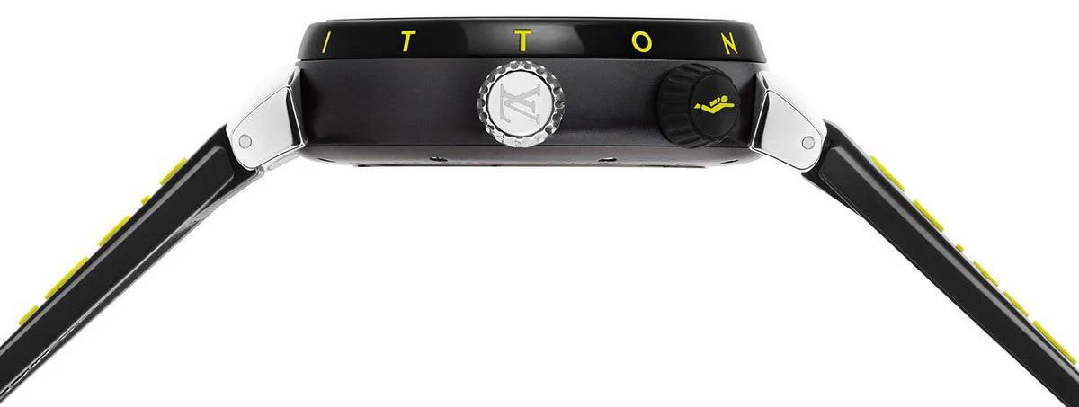 La línea se completa con una divertida correa de caucho con logotipo y una hebilla de acero inoxidable.