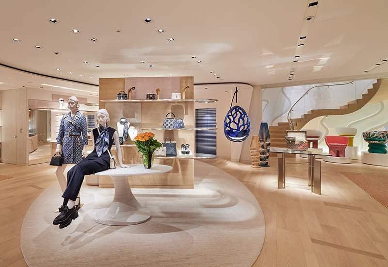 La tienda Louis Vuitton en Ginza Namiki-dori, Tokio.