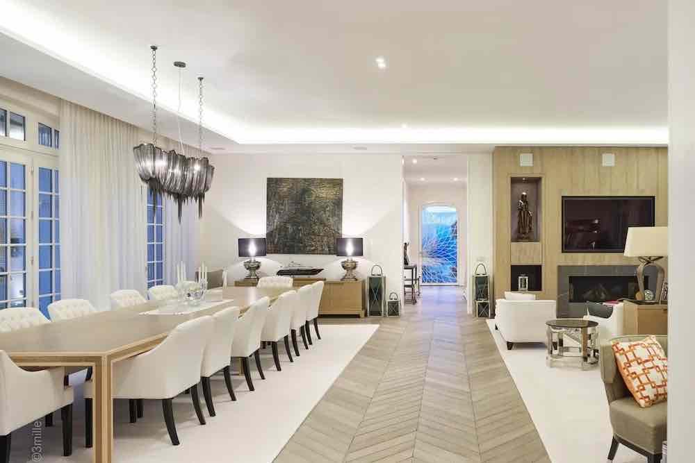 ¡No pierda ni un segundo en hacer una cita para ver esta mega impresionante propiedad en la Rivera francesa!
