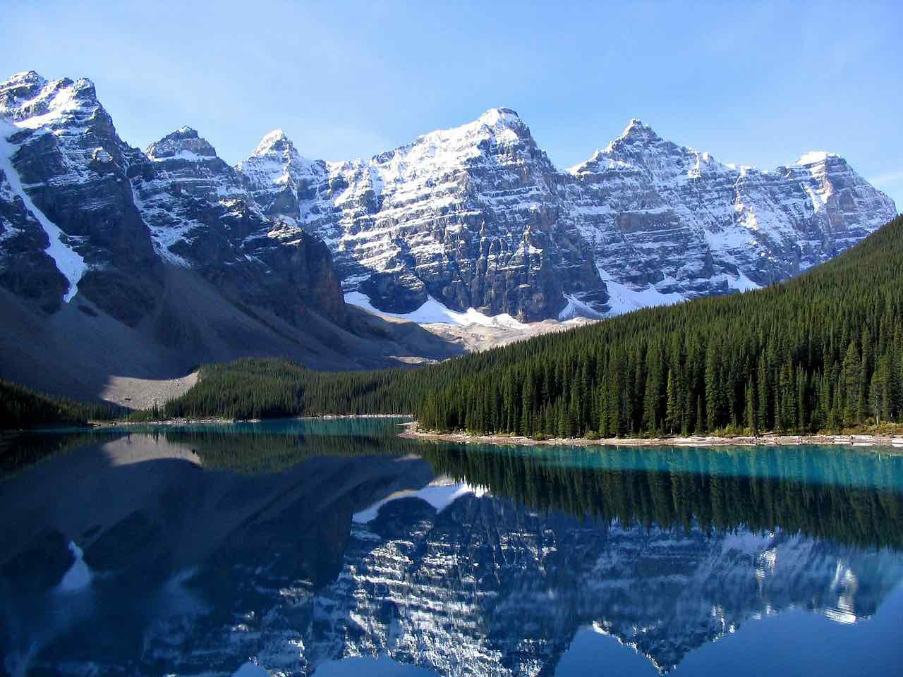 Parque Nacional Banff, Canadá - Visite las espectaculares Montañas Rocosas en Lago Moraine.