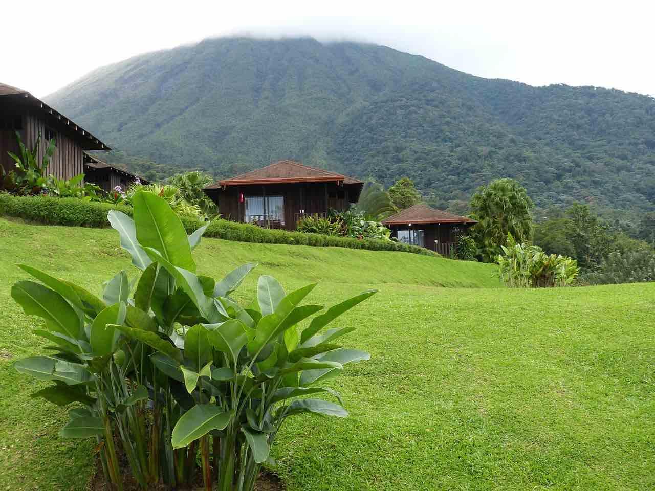 Arenal, Costa Rica - Visite el Parque Nacional Volcán Arenal y vea un volcán activo en erupción.