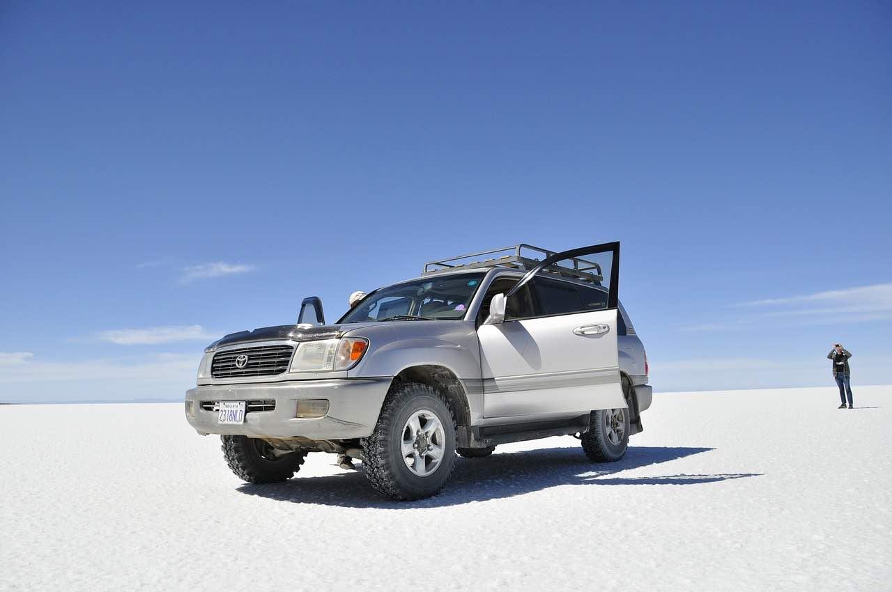 Bolivia - El Salar de Uyuni, el mayor desierto de sal continuo del mundo.