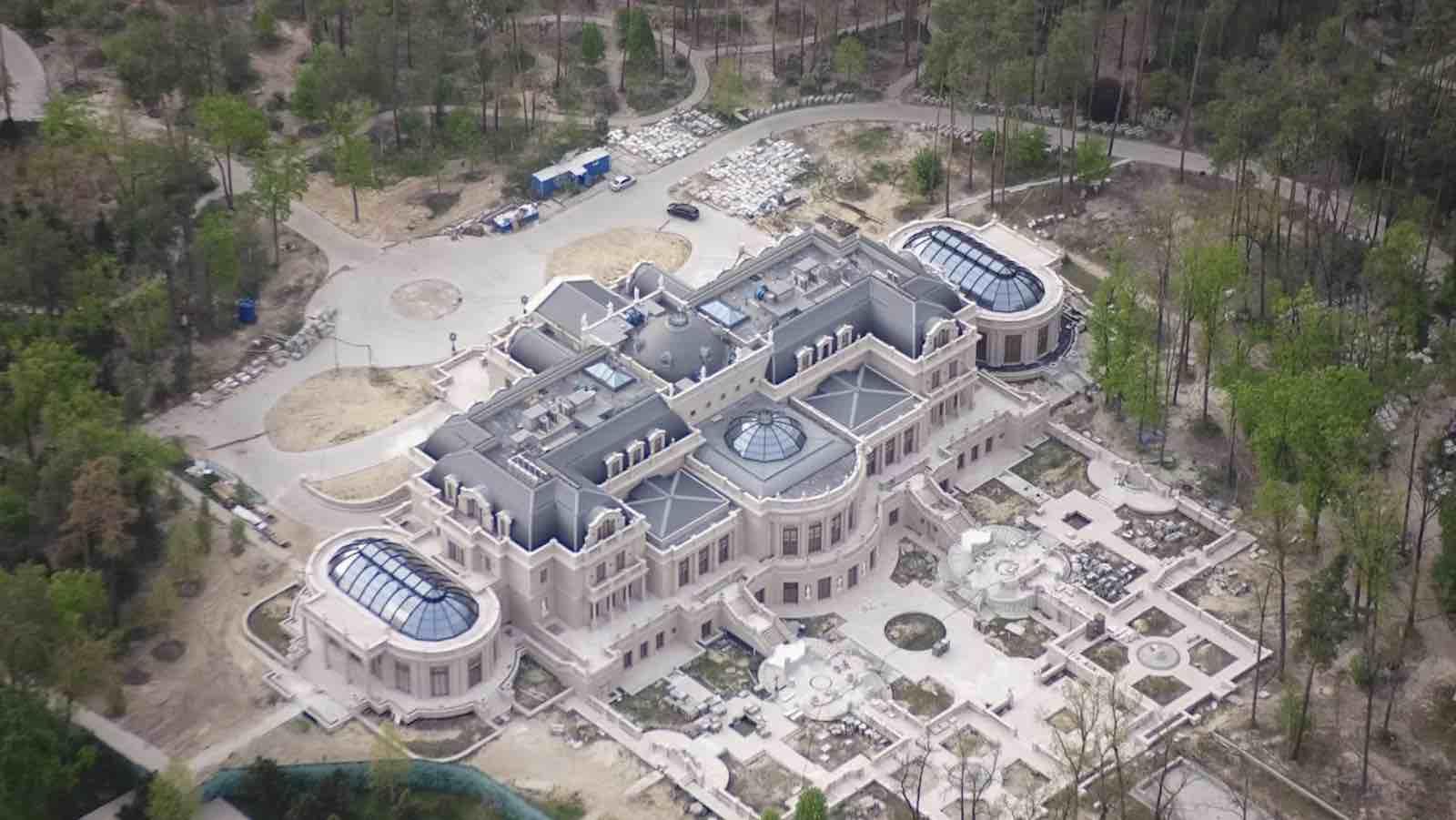 Chequea la espectacular mega mansión de un multimillonario ucraniano, en construcción en estos momentos