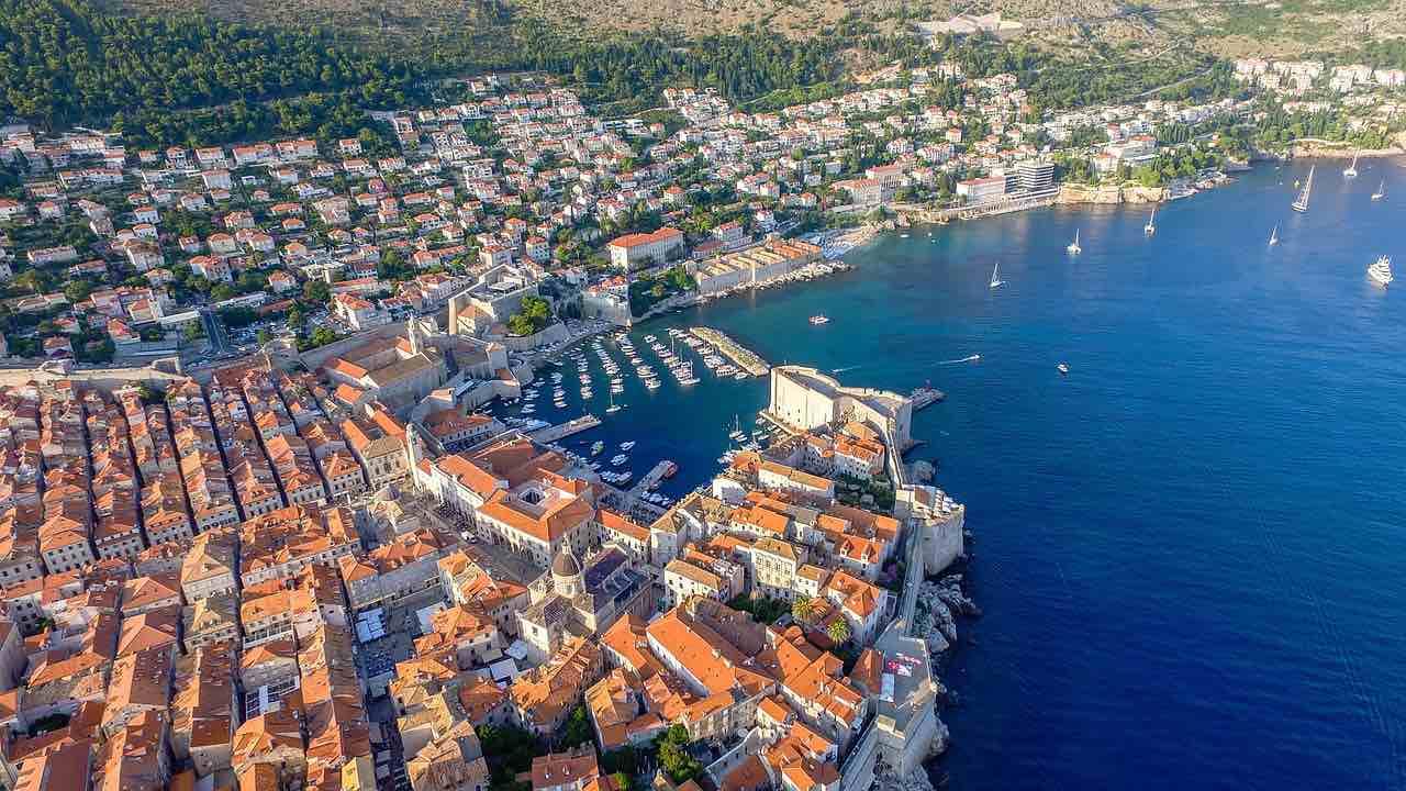 Dubrovnik, Croacia - Camine por las antiguas murallas de está increíble ciudad.
