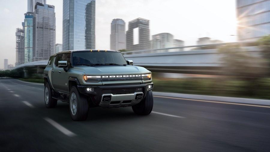 El nuevo SUV eléctrico GMC viene repleto de características como techo removible, dirección a las cuatro ruedas y más.