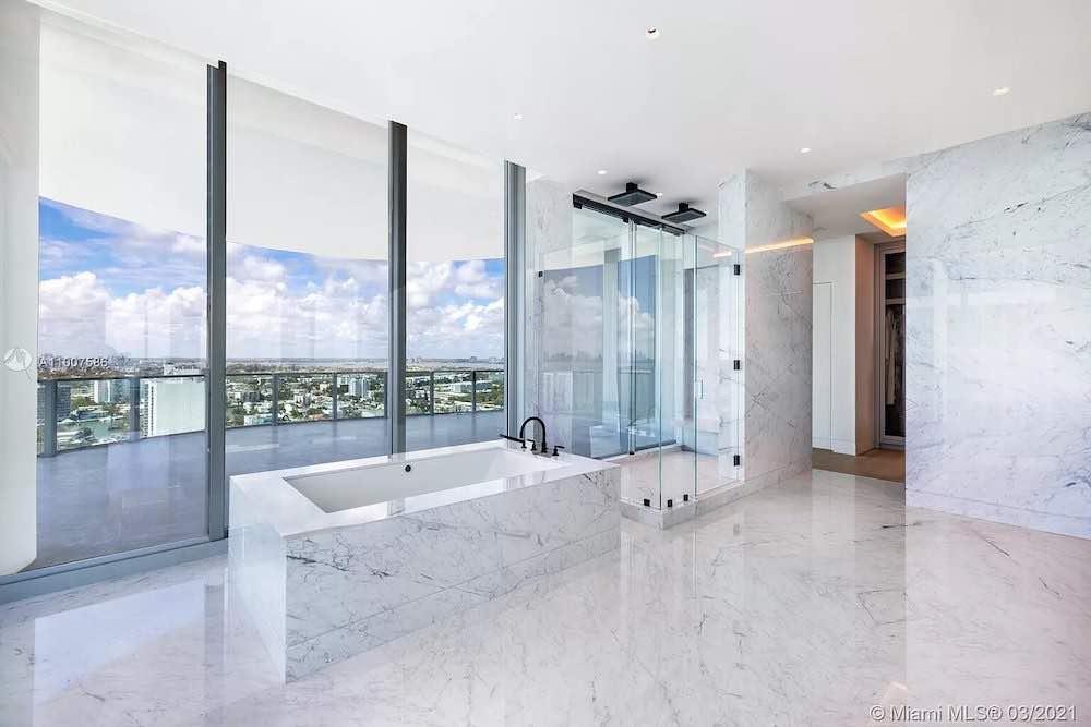 Lujoso penthouse de dos pisos en Miami Beach, Florida pide 40 millones de dólares