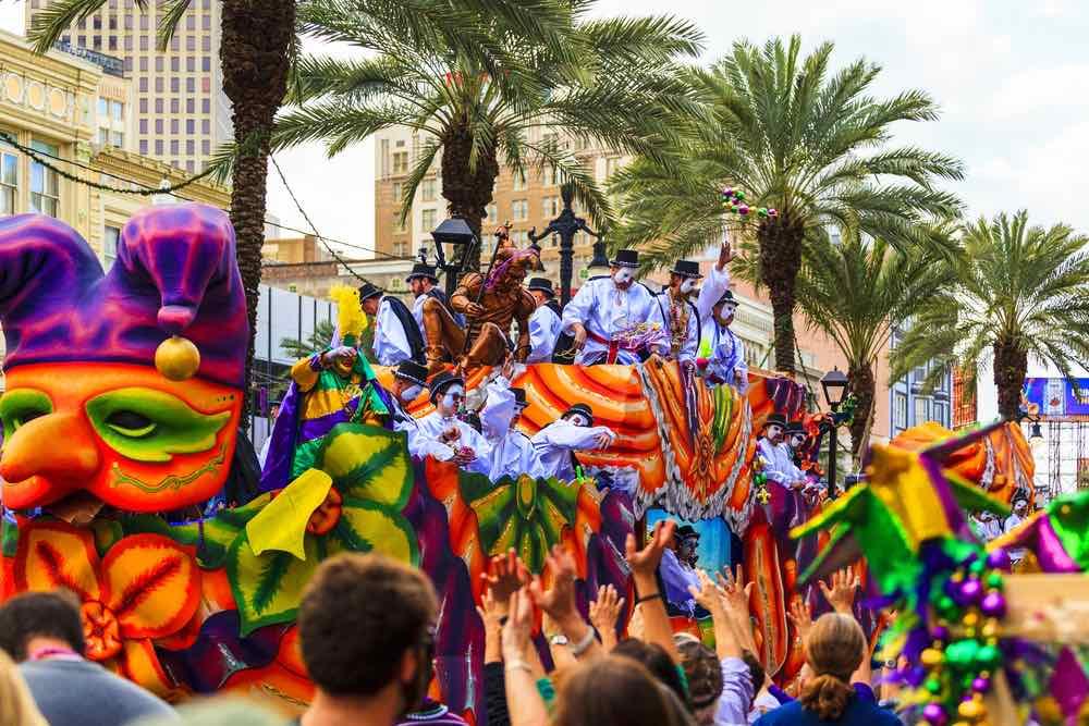 Nueva Orleáns, EE.UU. – Disfrute del desfile de Mardi Gras (Martes de Carnaval).