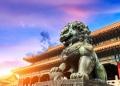 León de bronce en la Ciudad Prohibida de Pekín (Beijing), China.