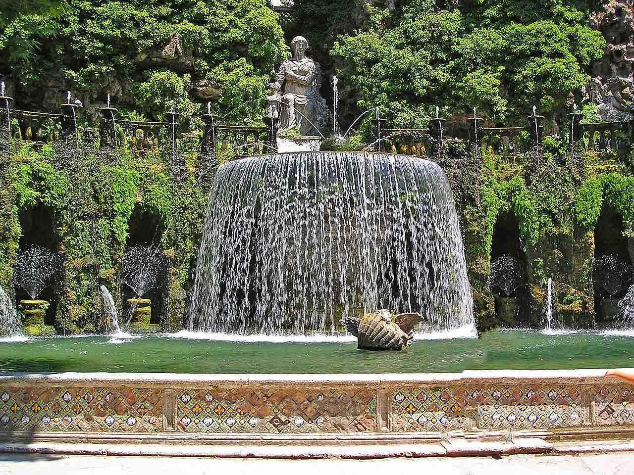 Tivoli, Italia - Declarada Patrimonio de la Humanidad, pasee por los hermosos jardines de Villa de Este.
