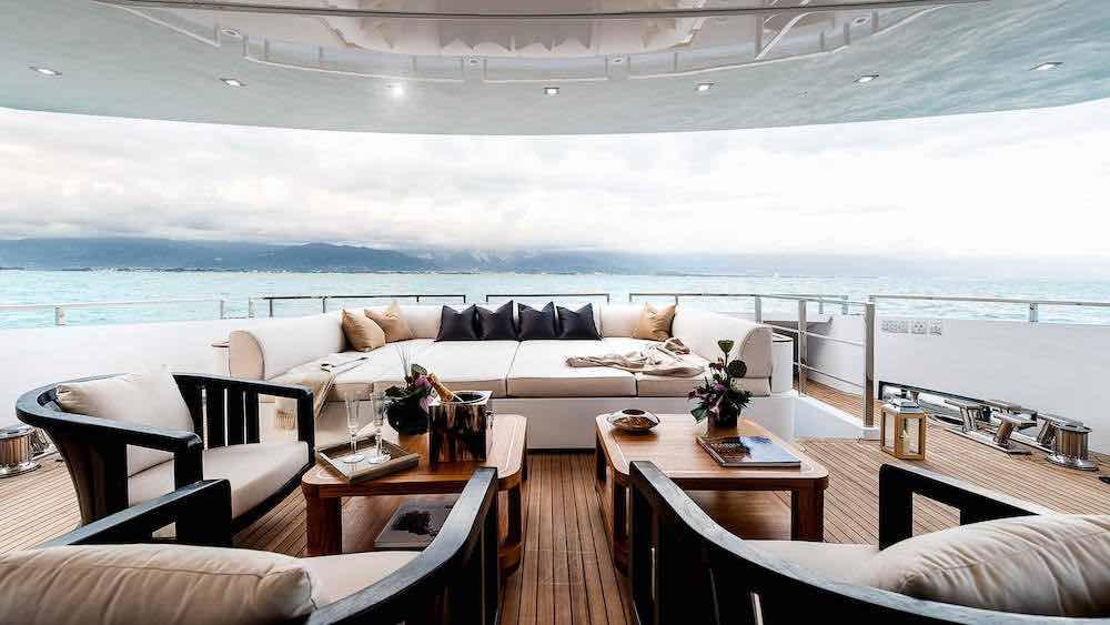 Esta extravagante y exótica embarcación de Admiral Yachts ahora podría ser tuya por 8,5 millones de dólares.