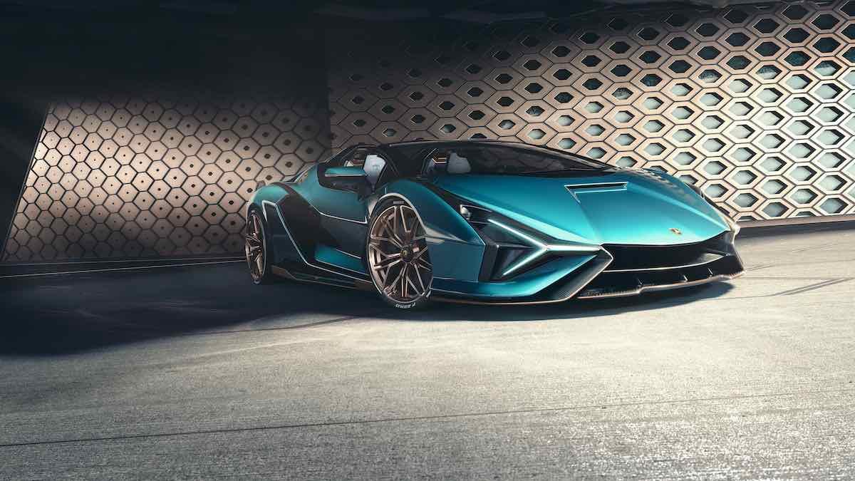 La compañía italiana dijo que espera lanzar su primer coche híbrido de producción en serie en 2023.
