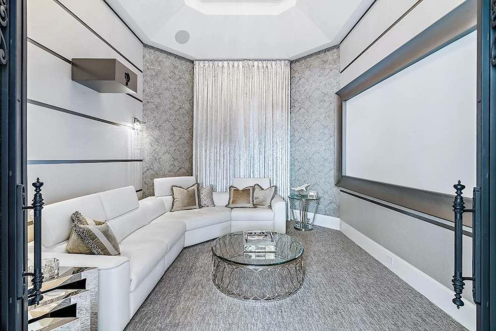 Está propiedad esta listada por Robert Thomson de Waterfront Properties & Club C en Zillow.com