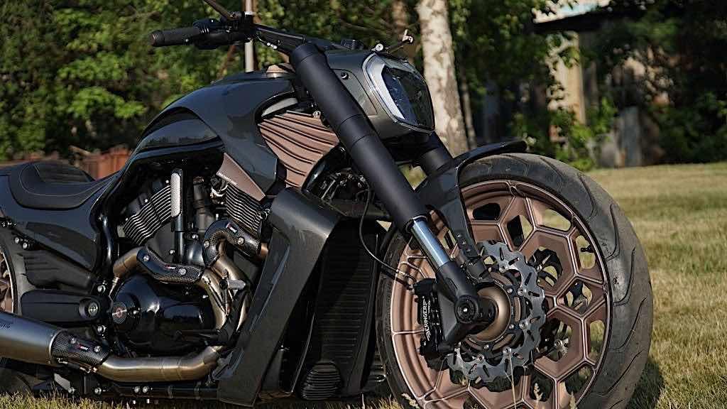 La motocicleta personalizada que presentamos aquí está basada en una Harley-Davidson V-Rod de 2014.