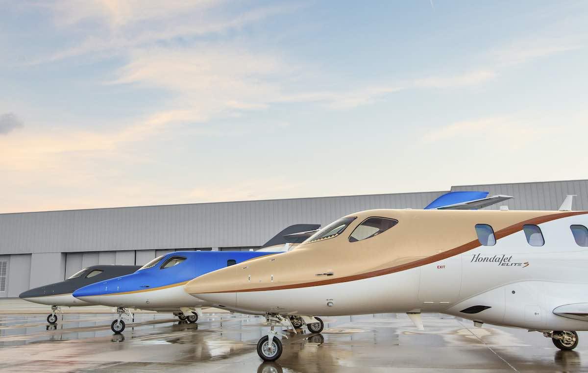 El avión viene en una variedad de libreas.