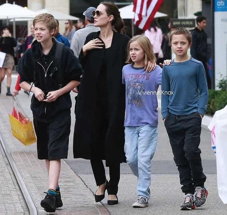 Knox y Vivienne Jolie Pitt