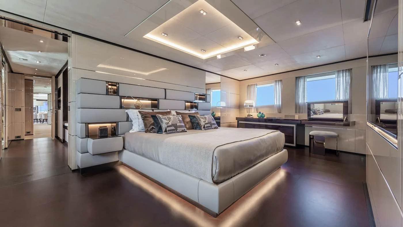 El barco tiene capacidad para 11 huéspedes en cinco lujosas cabinas.
