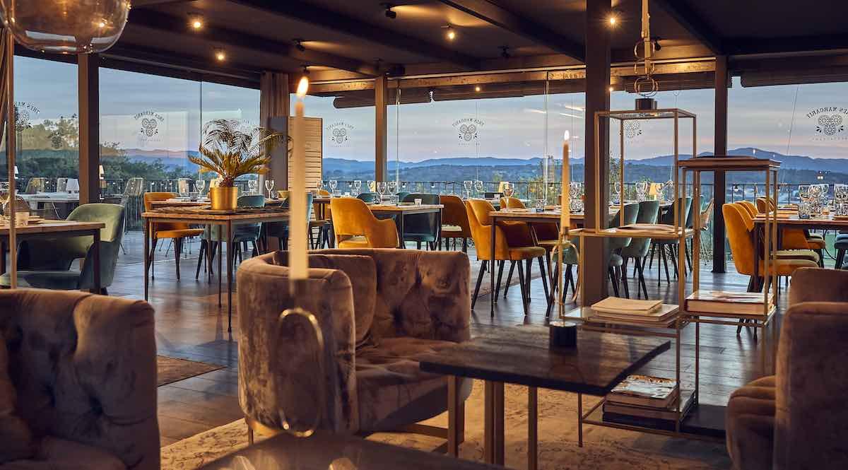 Esta rica región inspira cada día al chef Yuri Hovius a idear platos selectos basados en los productos frescos locales, para el exquisito Restaurante Drac del hotel.