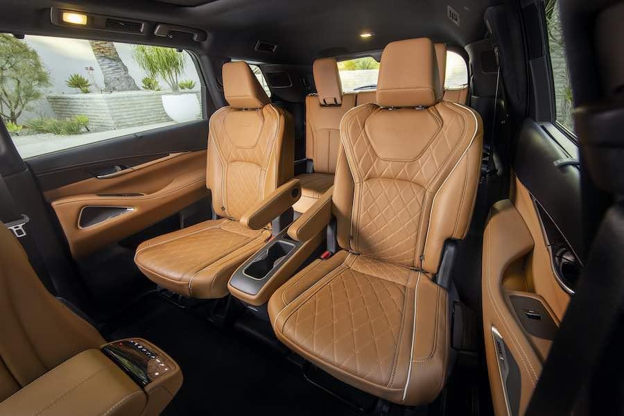 Amplio interior de la SUV de lujo.