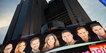 Latino Wall Street en el punto de mira: desde las vallas publicitarias de Times Square en Nueva York y en toda América Latina