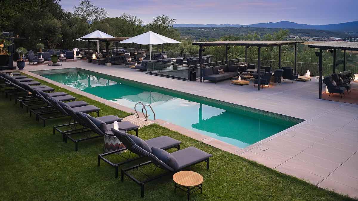 Una piscina chill-out de lujo, llamada a convertirse en el 'hot spot' del verano en la Costa Brava.