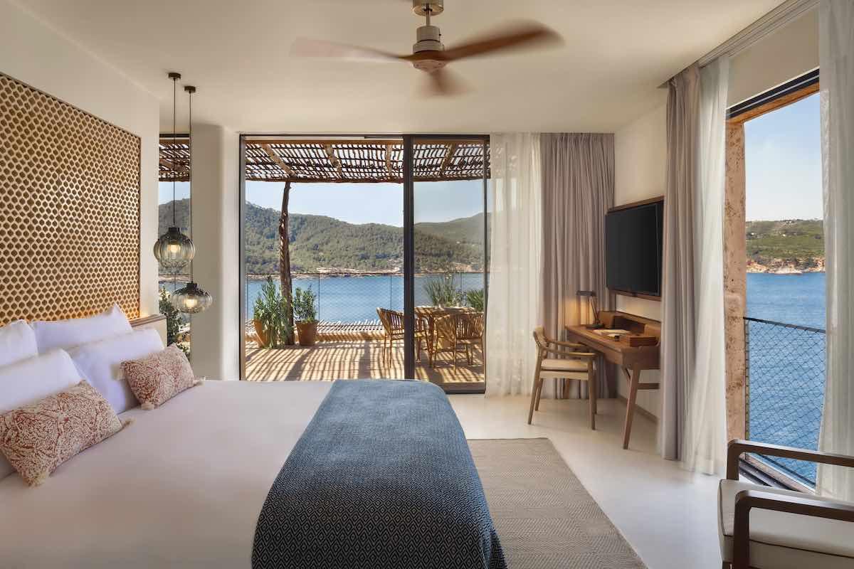 El hotel 5 estrellas abrió sus puertas estableciendo una nueva dimensión en hospitalidad y sostenibilidad.