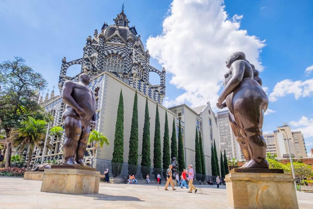 10 días en Colombia: Plaza Botero y la escultura de Botero.