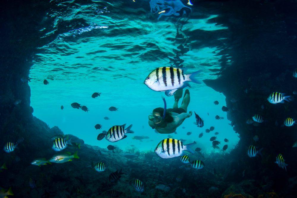 Viajar en yate a Exuma: Gruta Thunderball cerca de Staniel Cay.